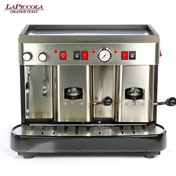 Espressomaschine für ESE-Pads (normal) mit zwei Brühgruppen (7g/7g), manuelle Dosierung, Edelstahl mit Seitenteilen ebenfalls in Edelstahl, Milchaufschäumer und Wassertank Diese Maschine ist in weiteren Ausführungen erhältlich: zum Beispiel mit anderen