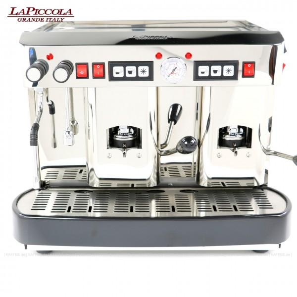 Espressomaschine für ESE-Pads (44 mm Standardpads) mit zwei Brühgruppen (7g/7g), automatische Dosierung, poliertem Edelstahl mit Seitenteilen ebenfalls in Edelstahl, Milchaufschäumer und Wassertank Diese Maschine ist in weiteren Ausführungen erhältlich