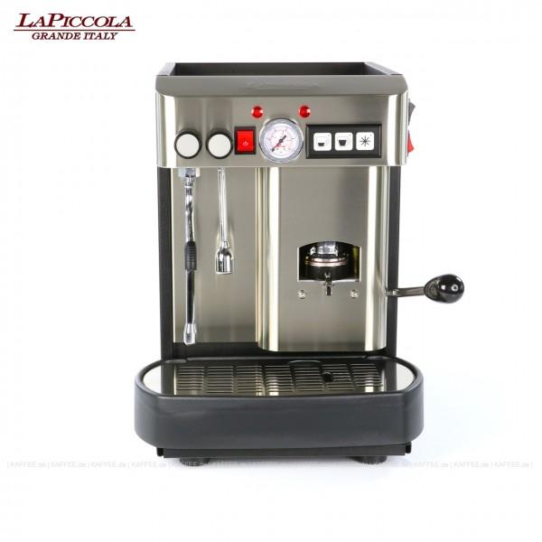 Espressomaschine für ESE-Pads mit einer Brühgruppe (7g), automatische Dosierung, Edelstahl mit Seitenteilen in schwarz, Milchaufschäumer und Wassertank Diese Maschine ist in weiteren Ausführungen erhältlich: zum Beispiel mit anderer Brühgruppe - 14g Pa