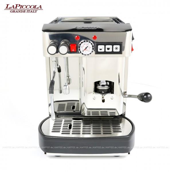 Espressomaschine für ESE-Pads mit einer Brühgruppe (7g), automatische Dosierung, Edelstahl mit Seitenteile ebenfalls in Edelstahl, Milchaufschäumer und Wassertank Diese Maschine ist in weiteren Ausführungen erhältlich: zum Beispiel mit anderer Brühgrup
